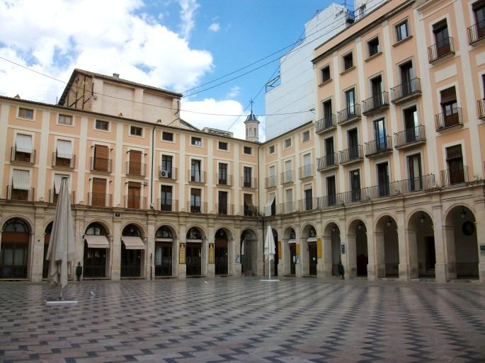 Alcoi,_la_plaça_de_dins.jpg