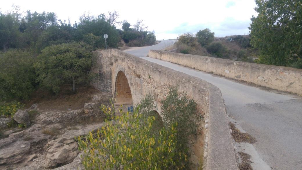 Foto 1 puente sibre el rio Senia en San Joan del Pas.jpg