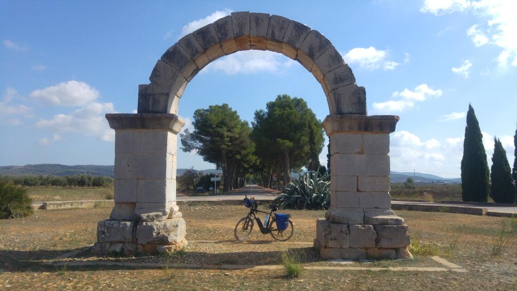 Arco romano de Cabanes.jpg