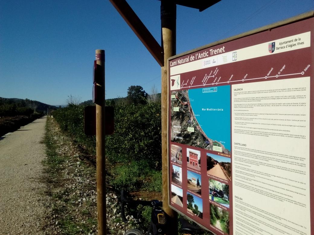 Vía antigua tren Carcaixent-Dénia