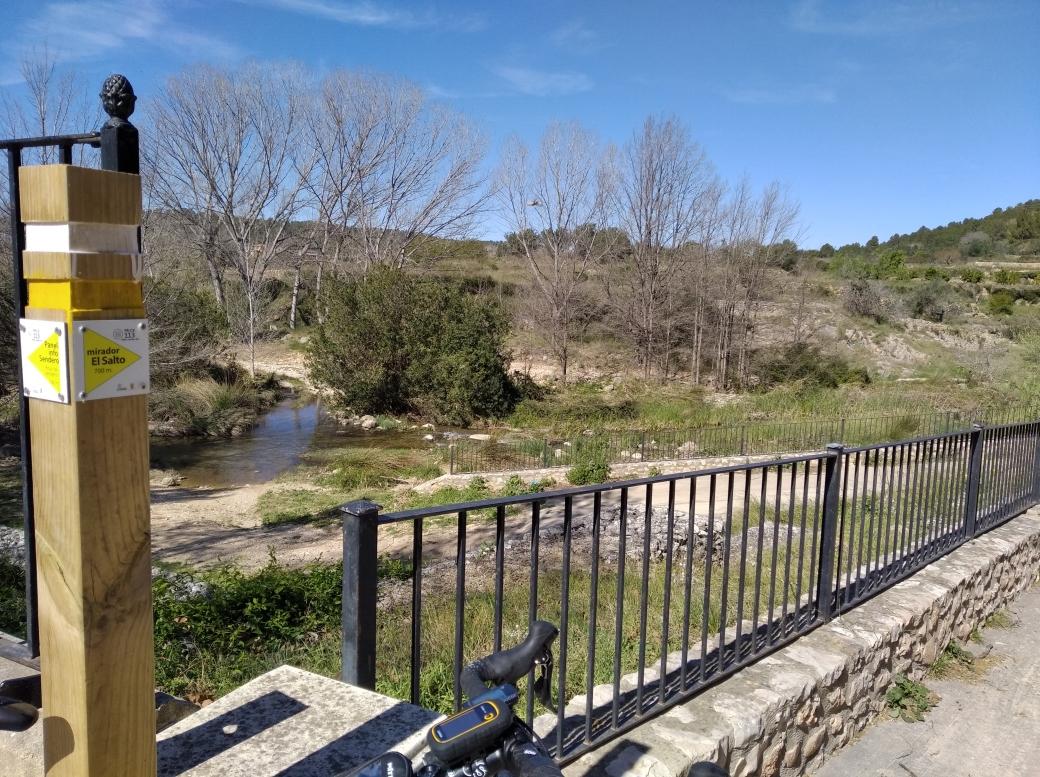 Ruta hacia en Salto en Chella